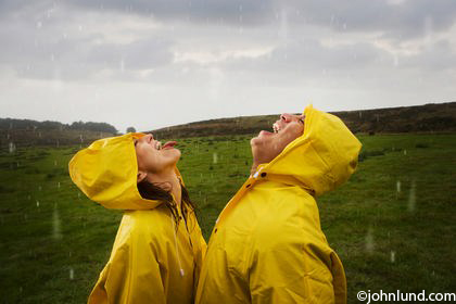 Raindrops-Catching-Mouth-Couple-10005100006[1]